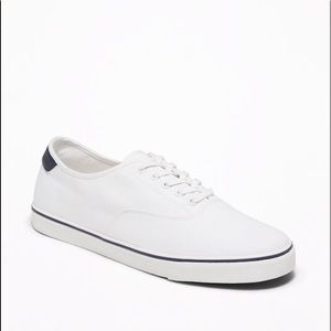 Men's Old Navy white canvas lace up sneakers NEW